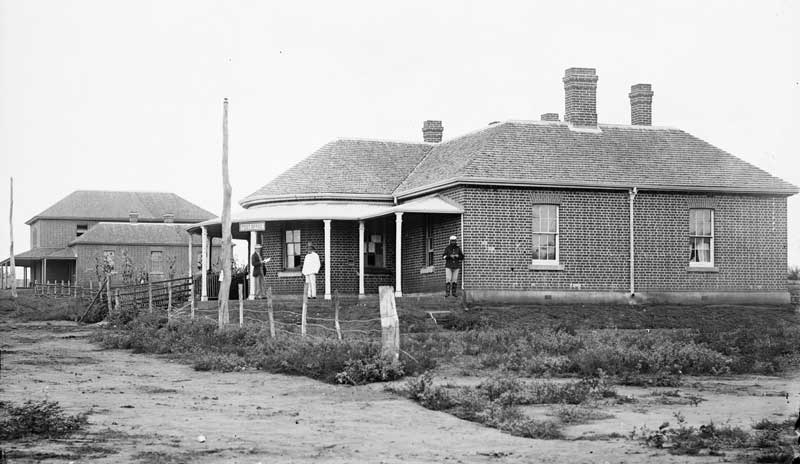 Post Office (and Courthouse), Wellington, NSW, c. 1870-1875. Image: NSW State Library collection. Reproduction: Peter de Waal